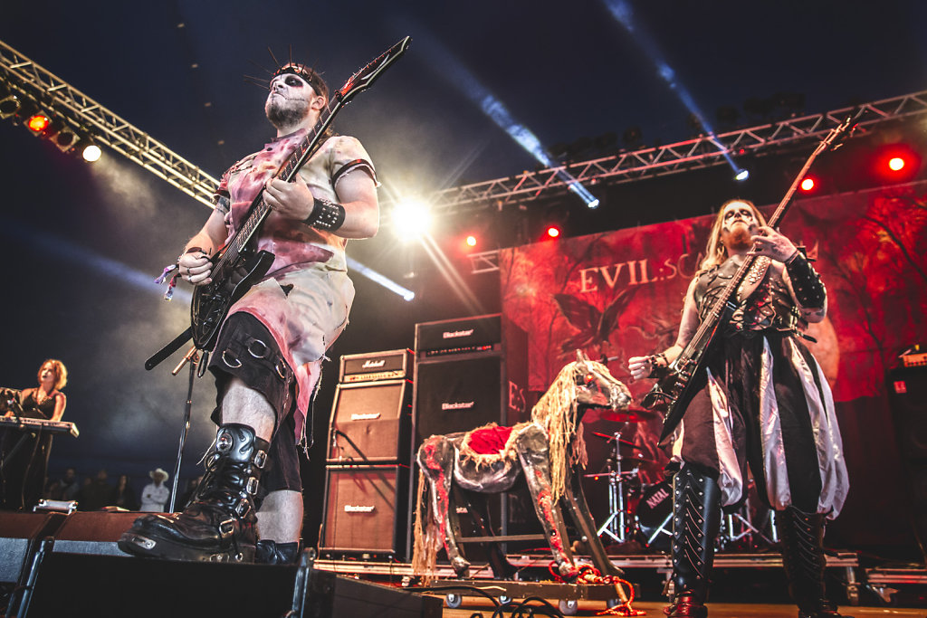 evilscarecrow-live-download-stage-music-rock-metal-guitarist-band-live band-photo