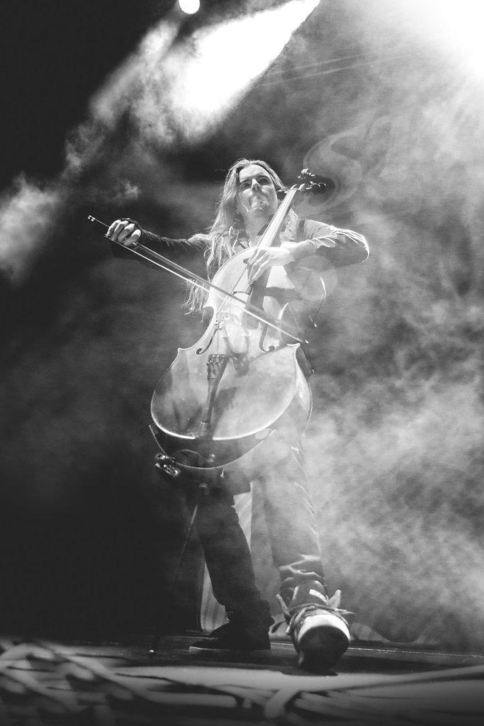 black and white-smoke-apocalyptica-cello-event photographer