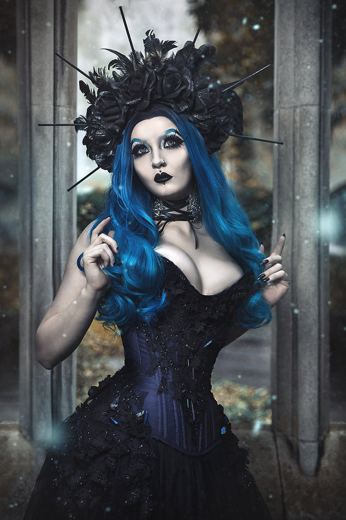 goth-alternativefashion-femalemodel